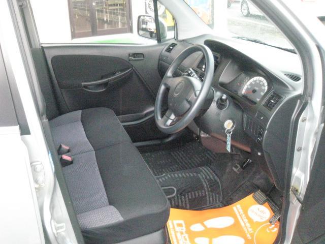 運転席、助手席もとてもゆったりしております!長時間のドライブでも疲れを感じません。フィット感もあり、乗り心地も良好です。ぜひ当店でご確認ください♪