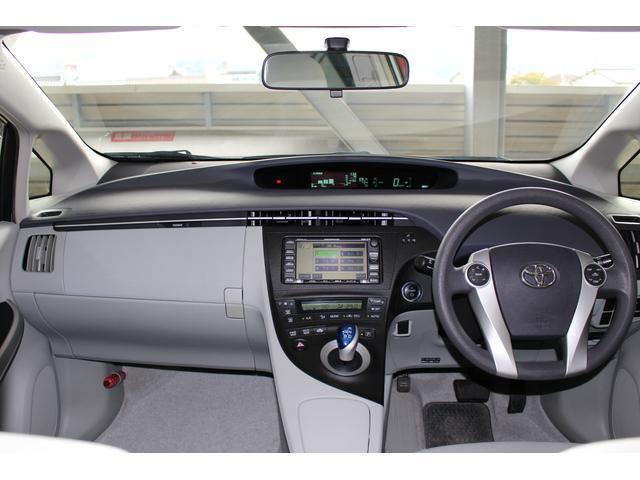 車内もとてもキレイです☆禁煙車なので嫌な臭いやヤニ汚れも有りません。当然コゲ穴等も無し♪
