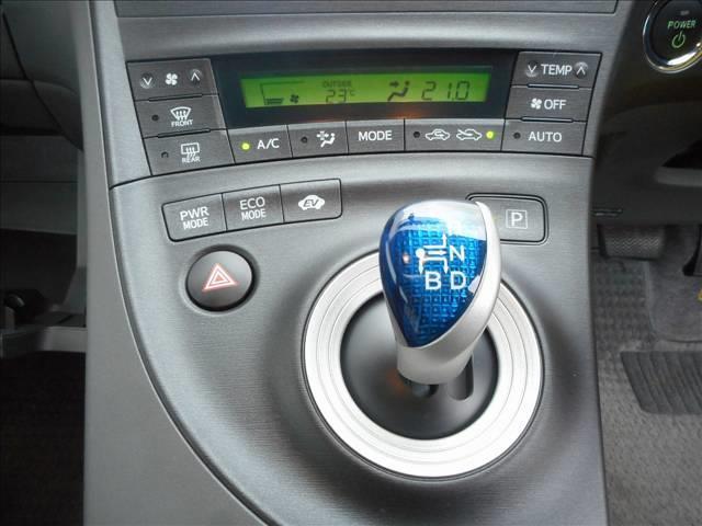 オートエアコンで車内温度調整が楽ですね!