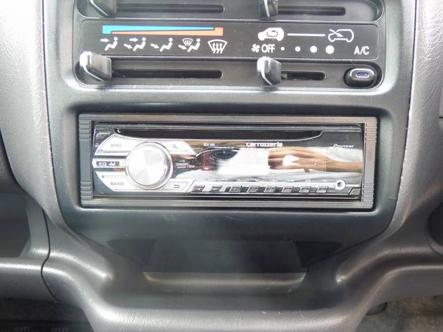CDデッキ搭載です!お好きな音楽を聴きながらドライブなんていかがですか?きっと楽しいドライブになると思います♪