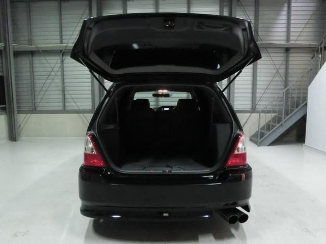 人乗れて便利なお車です。ミニバンは乗りやすく家族や友人で遠方にいけますね!また荷物も充分積めますので本当に楽です!