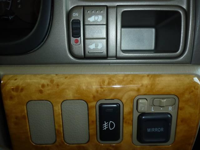 助手席側パワースライドドアです!ドアの開け閉めラクラクです♪せまい駐車場で特に重宝します♪