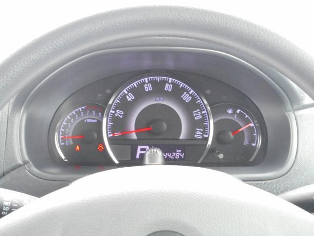 大きくて見やすいスピードメーター。スピードは控えめに安全、エコドライブ