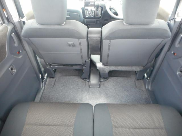 ゆったりしたリヤシート。足元空間も広くリラックスしてドライブが楽しめます