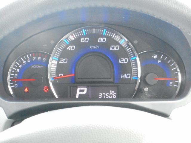 大きくて見やすいスピードメーター。スピードは控えめに、安全エコドライブ