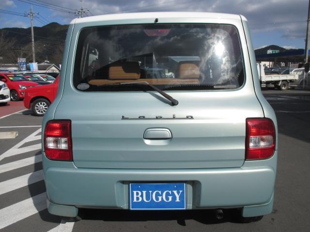 車名はフランス語でウサギを表し、デザインしたエンブレムもフロントグリルに配される。