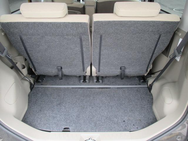後部シートを倒せば広々使えるラゲッジスペース。