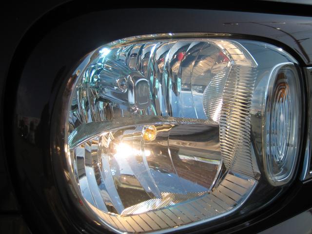 新車時メーカーオプションの純正ディスチャージヘッドライトです。明るいですよ!