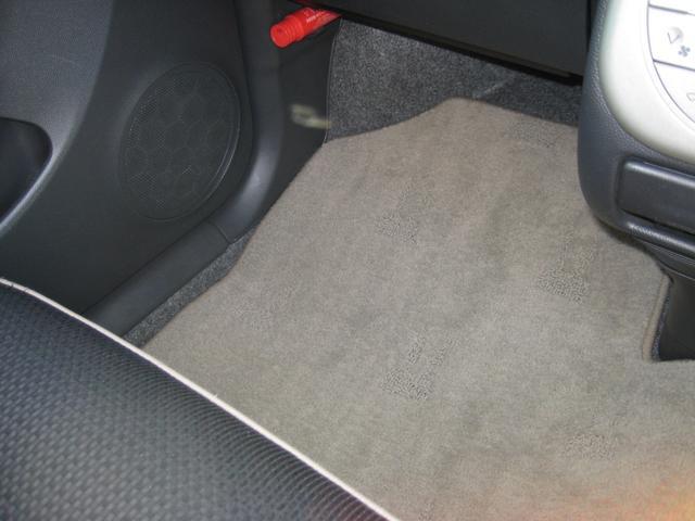 専用カーペットマットは温水洗浄しておりますので清潔です!