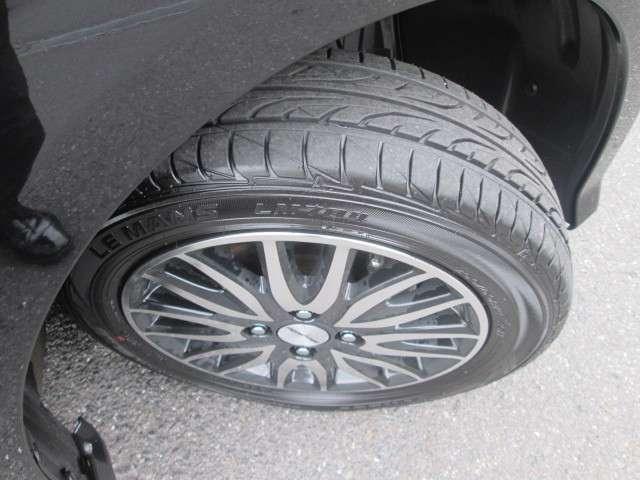 タイヤの残り溝もご覧の通りまだまだございます
