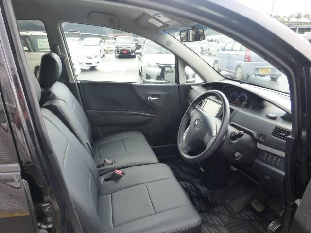 運転席・助手席も広く内装のキズも少なく状態も◎