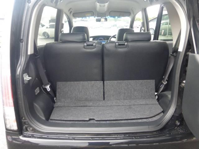 トランクは荷物が多い時などはシートを倒すとより多くの荷物を乗せることができます