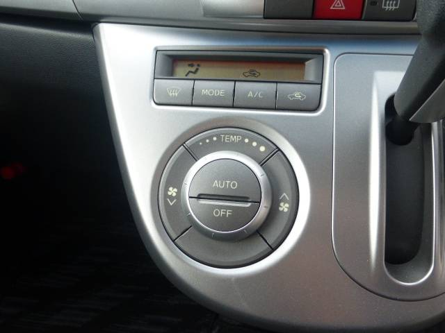 オートエアコンで車の温度を夏でも冬でも一定にたもつので快適に運転できます♪