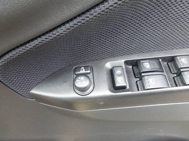 電動格納ミラーもついているので車から出ることなくミラーの角度の調整や開閉などが簡単にできます!