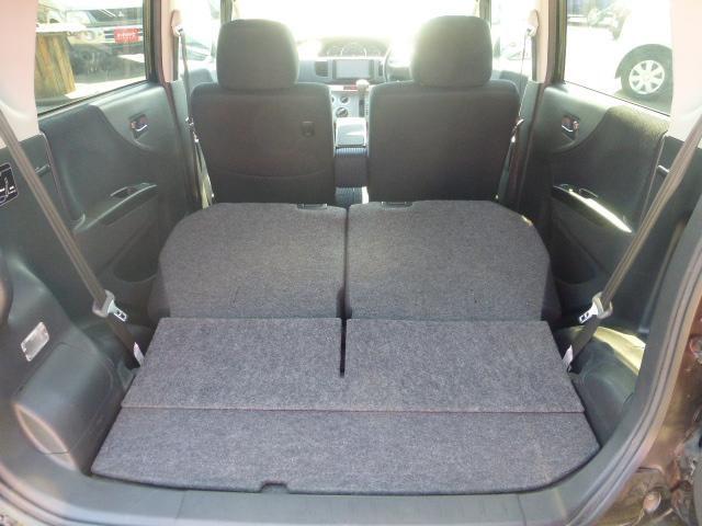 トランクを倒せばさらに大きな荷物も乗せることができるのでとても便利ですよ!