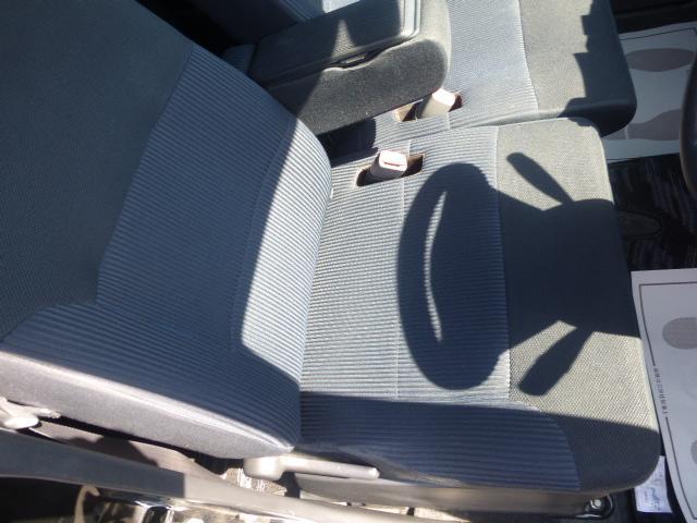 乗り降り頻度の高い運転席ですが、シートの座り心地の良さは保たれております!!