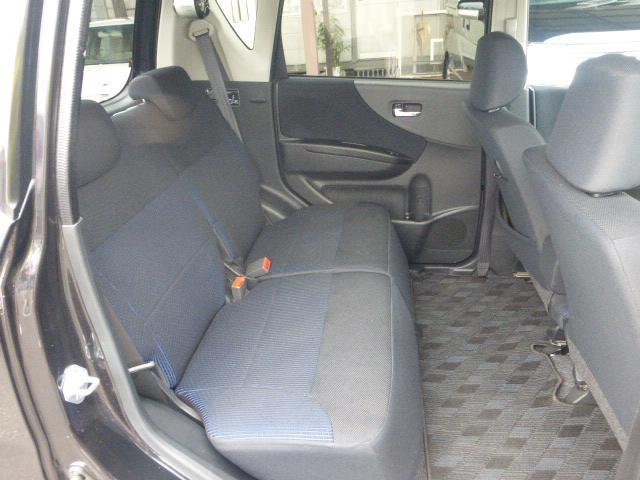 広々ゆとりの後部座席です♪キレイで乗りやすいクルマです!!