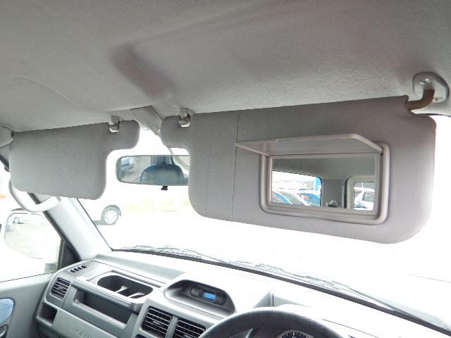 【サンバイザー部】運転席側にバニティミラーが付いています。