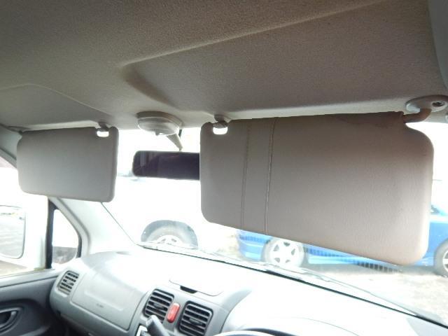 【サンバイザー部】運転席側にチケットホルダーが付いています。