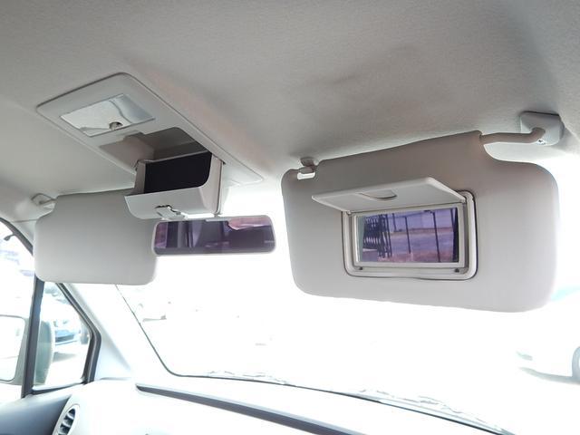 【サンバイザー部】運転席側にバニティミラー、ルームミラー手前にはオーバーヘッドコンソールが付いています♪
