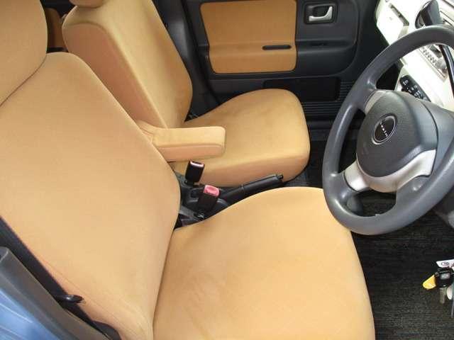 運転席。シートもキレイです。