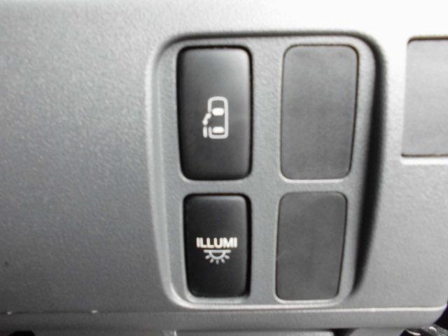 ボタン一つで開閉楽々の左パワースライドドアです♪