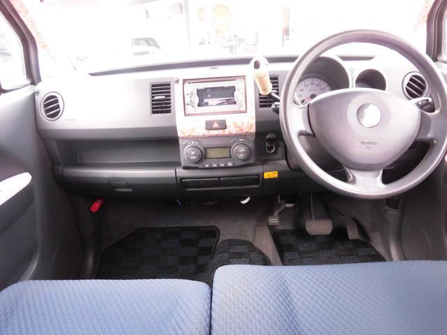 コラムAT車なので、足元はゆとりのあるスペースを確保出来ます。