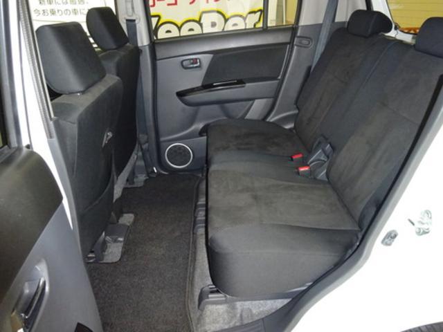 後部座席もゆったり座れます!