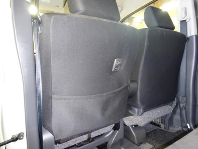 助手席シート背面には便利なポケットがついています!