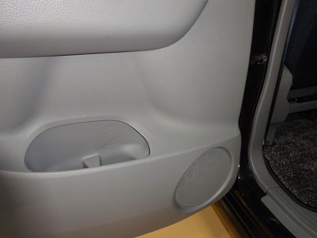後部座席のドリンクホルダーは安定感があるので安心!