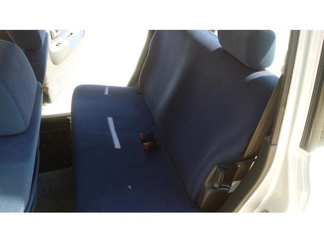ネイビーブルーのシートがオシャレです!