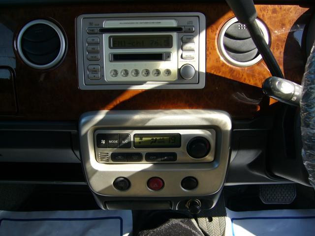 オートエアコン装着車なので温度調整も楽々!!