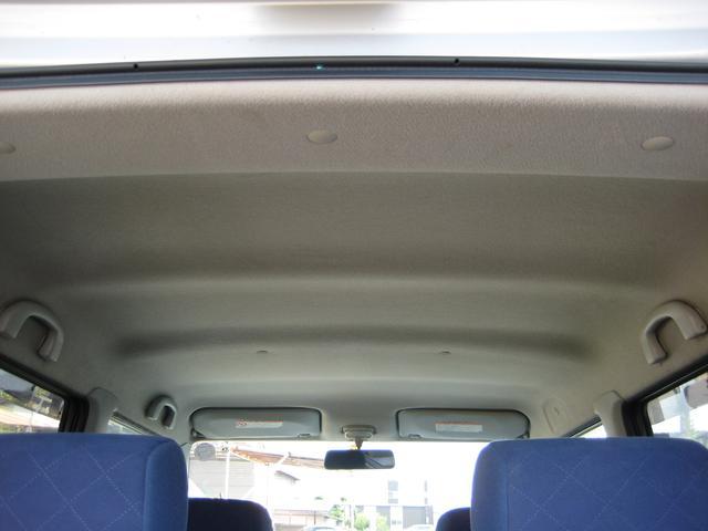 ☆内装クリーニング☆ 外せる物は外して、出せるものは出してしまってから、隅々まで掃除機&拭き掃除!!見落としがちなエアコン噴出し口は「綿棒!」私が「この車に乗りたい!」って思える位に仕上げます☆彡