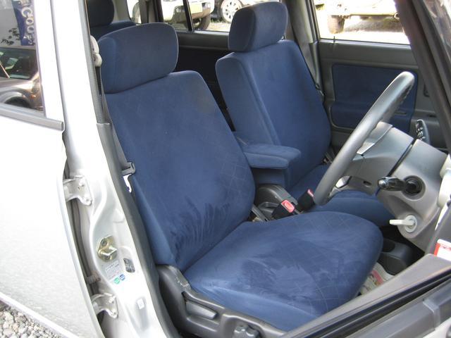 ☆運転席シート☆ 正直な話・・・外装よりも運転席のシートは経年劣化に正直です。常に数十キロ重さを支えてきた縁の下の力持ち!!しかし、このシートの程度は、ヘタリ・汚れも少なく良好です!!