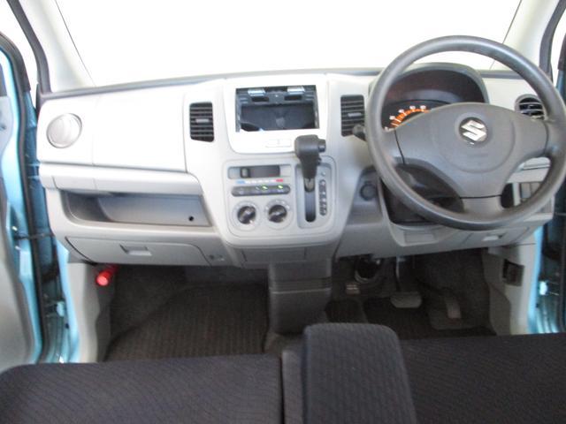 オーソドックスですが、飽きの来ないインテリアです。どなた様が運転されても運転しやすい設計です。こおでねえと!