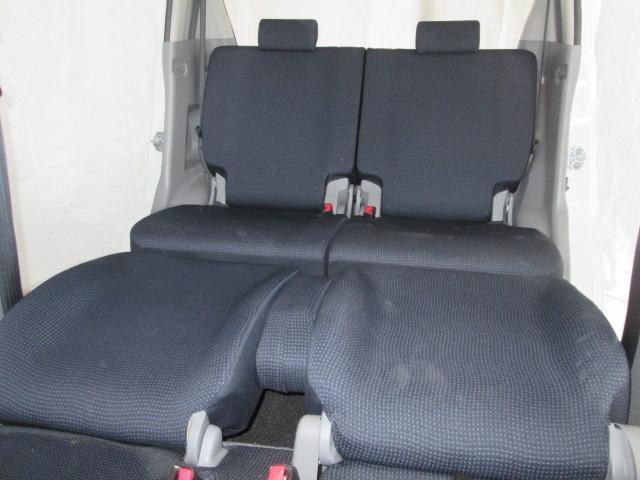 運転席側はヘッドレストを外して倒せばセミフラットになります。ロングドライブに疲れたら、ゆっくり休んでいきましょう!!ゆっくり足を伸ばしてーZzz−−♪♪おやすみなさいーー♪