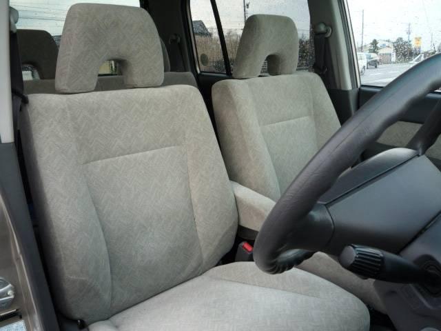 前席座面から後席座面までのフラットシート化も可能
