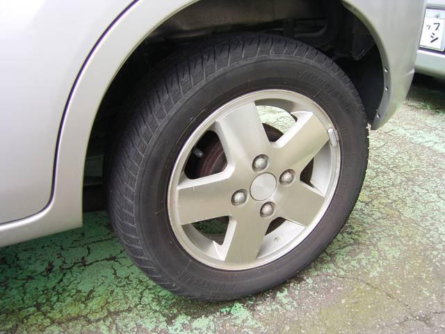 タイヤサイズは155・65R13です^^