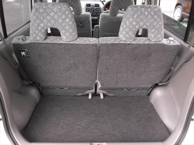 リアゲートをあけた写真です。振る乗車の場合でも結構荷物が載りますよ^^