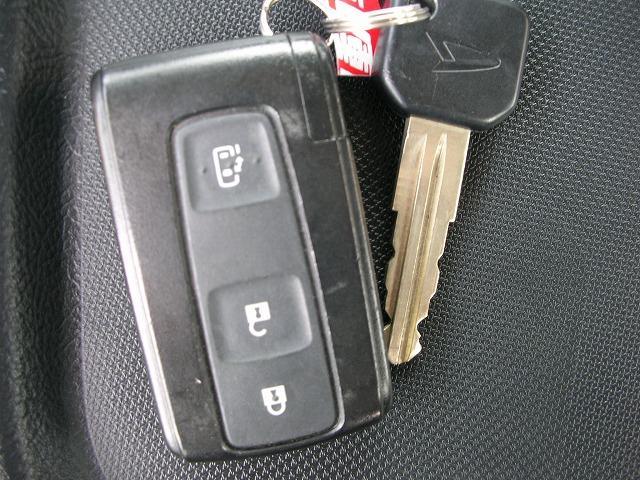電動ドア開閉機能つきスマートキー