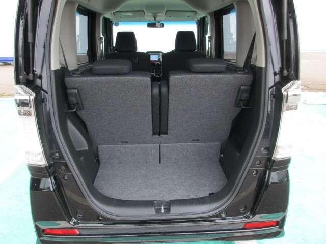 4人乗車でも荷室スペースは確保されています