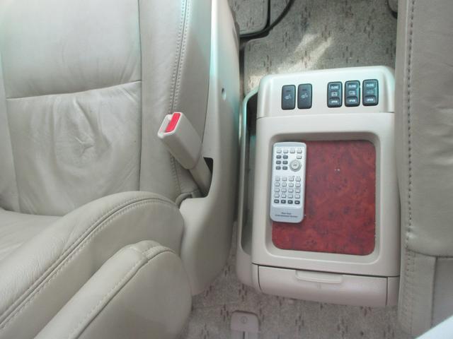 運転席と助手席の間のテーブルです