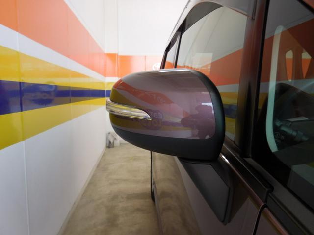 ウィンカ−付きサイドミラ−になっているので対向車にもわかりやすく安心♪
