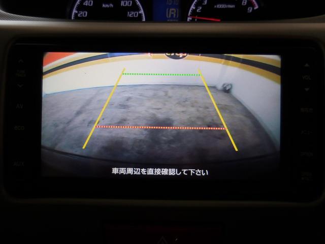 バックモニター付で後方の視界も確認できます。