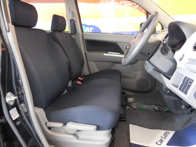 前席ウォークスルーで足元が広く、車内の移動がスムーズ!駐車したときなど、助手席側からの乗り降りも楽にできますよ★