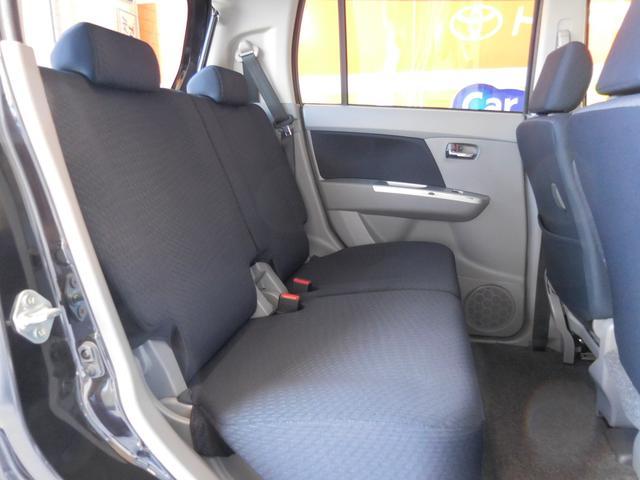 後部座席足元もすっきり!コンパクトなボディの中でもリラックスできます♪