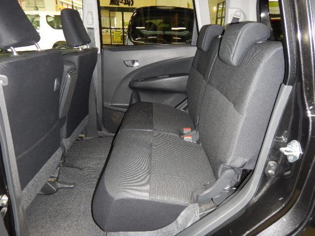 軽自動車とは思えないほどの室内空間広々♪大人の方もゆったりスペース!