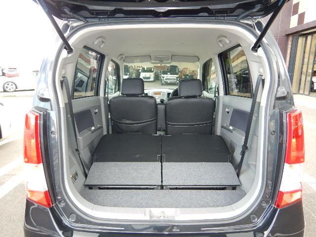後席を倒すと、トランクスペースの容量UP!フラットで使いやすいですよ♪