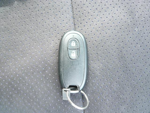 バックやポケットに入れておけばエンジンが掛けられるスマートキーは便利ですね。