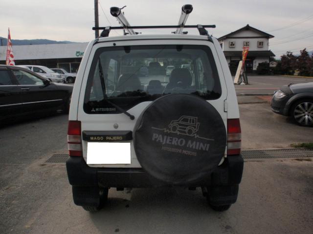 背面タイヤがまた可愛いリアフェイスですね、キャリアも付いてますので、大荷物でも安心!!